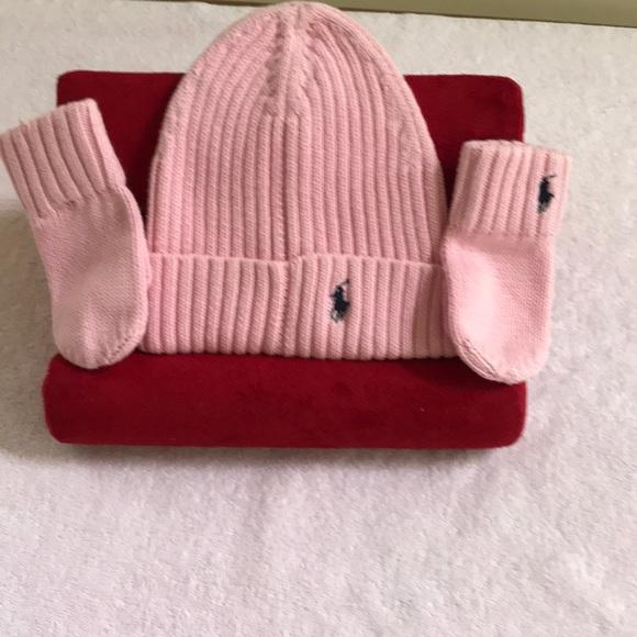 Infant girls hat and mitten set. Too cute e2e2b0ef7c1